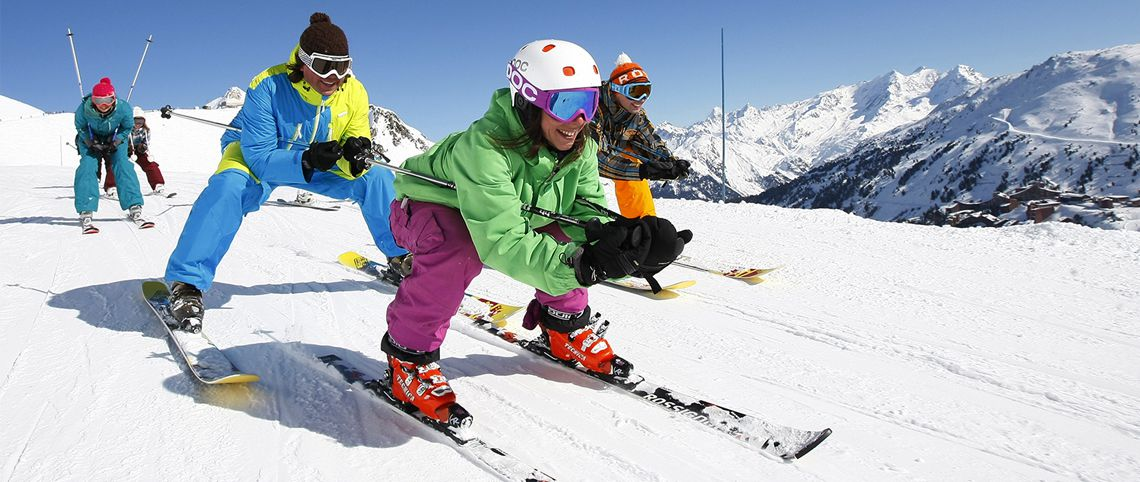 Look stylish on the slopes: hire your ski jacket!